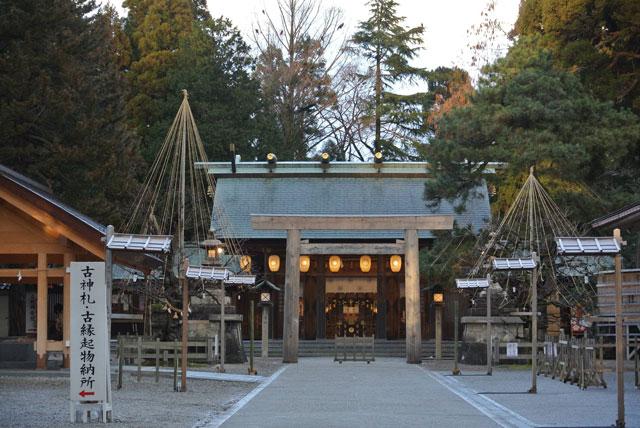 射水神社本殿