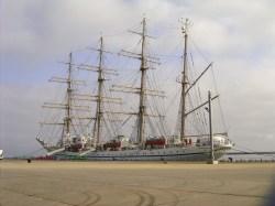 お盆に寄港 帆船日本丸