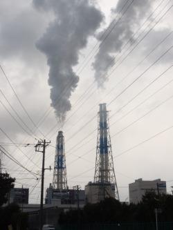 新港火力発電所の煙突