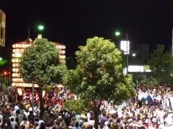 夜の高岡駅前通り けんか山のお帰りです