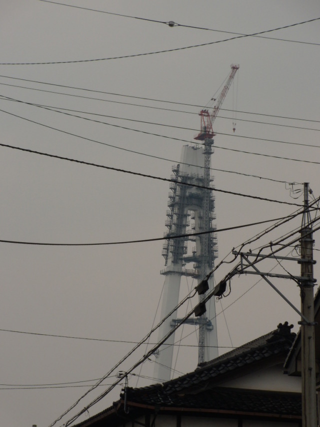 新湊大橋東側主塔/射水市堀岡商店街